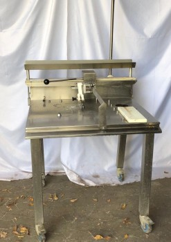 Kuchenschneidegerät